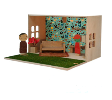 Amy Whitworth Qubis dolls' house box